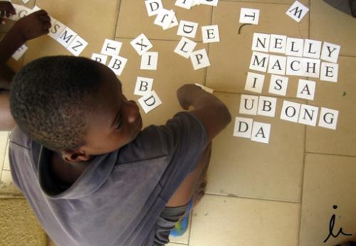 James con las fichas de letras