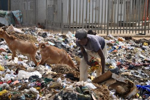 Pobreza - Buscando en la basura